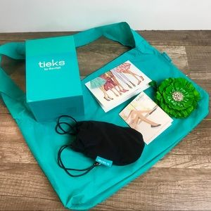 New Tieks Box w/Green Flower Plus 2 bags w/ cards